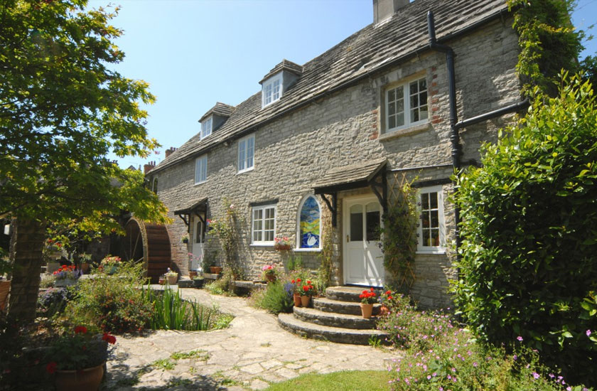 Large Self-catering Cottages in the Cotswolds and Dorset